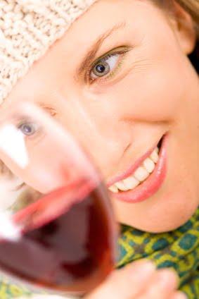 Femeile care beau vin sunt mai fericite
