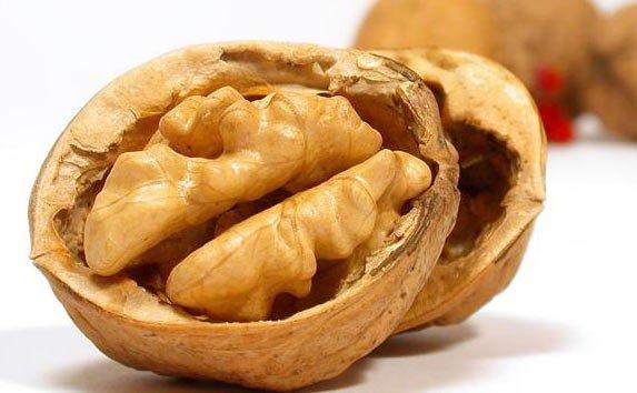 Consumul regulat de nuci poate preveni cancerul la sân