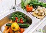 Trei metode eficiente prin care se pot scoate chimicalele din legume şi fructe