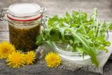 10 motive puternice pentru care ar trebui sa mananci frunze de PAPADIE