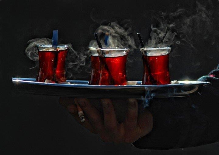 Studiu: Ceaiul foarte fierbinte favorizează apariţia cancerului esofagian
