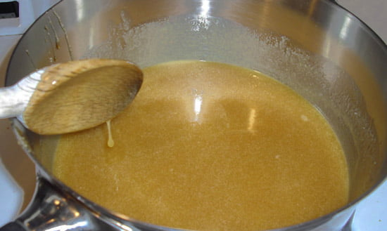 Tratament minune pentru OSTEOPOROZA cu miere, nuca si oua