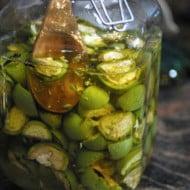 Lichiorul medicinal de nuci verzi curata stomacul si reduce grasimea din ficat