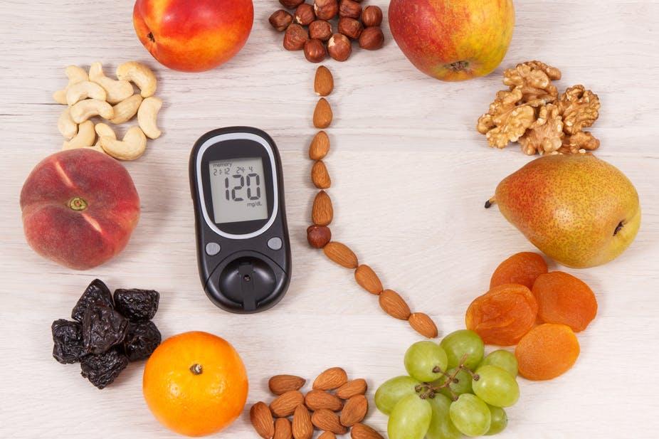 Dieta recomandată unui diabetic include alimente foarte variate, bogate în nutrienți și sărace în calorii și grăsimi.